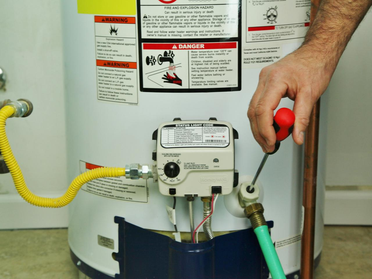 Water Plumbers Tutorial: How to Drain a Water Heater